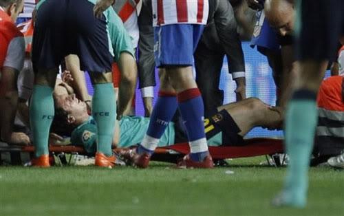Messi chấn thương: Thảm họa cho Barca? 1285061918-bong-damessi2