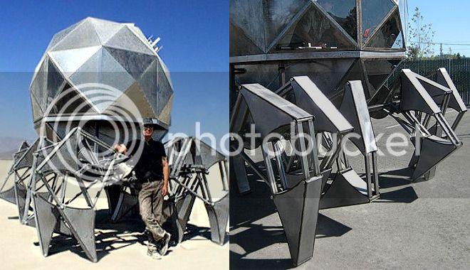 Gigantesco robot de chatarra propulsado con energía solar Robot-gigante-energia-solar-1_zps193bac88