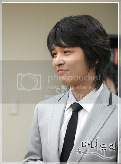 Witch Yoo Hee -->Kim John Hoon 01-1