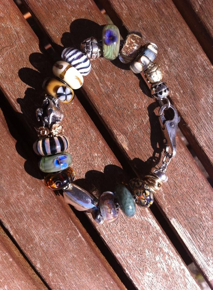 Gold Giraffes - any pictures in a combo? Also safari bracelets -picture added 10509541_1453040288277926_4340956182557740016_n_zpsaa15d1d9