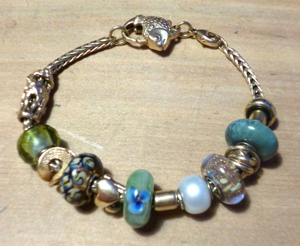 Show us which bracelet you have worn in December! Xmasbracelet2_zpse555b2ac