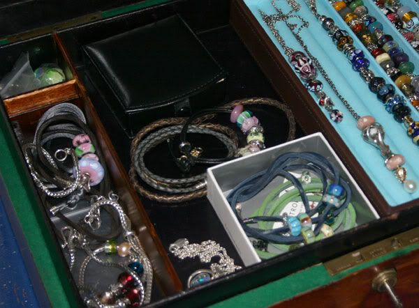 My New Box with pictures added of the full Boxes;) Bead-box5