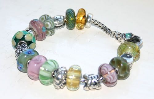 I dare you, show your first ever bracelet,I've shown mine, now you show me yours! Spring-bracelet