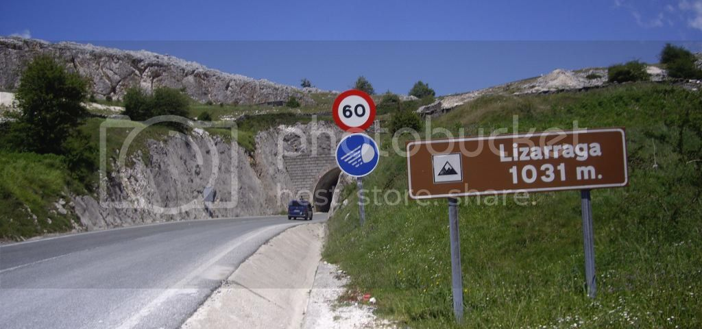 BESAIDE-IRUMUGA-S.DONATO (DORMIR EN URBIA) Vitoria-Urbia-EH51_zpsad1c0ca2