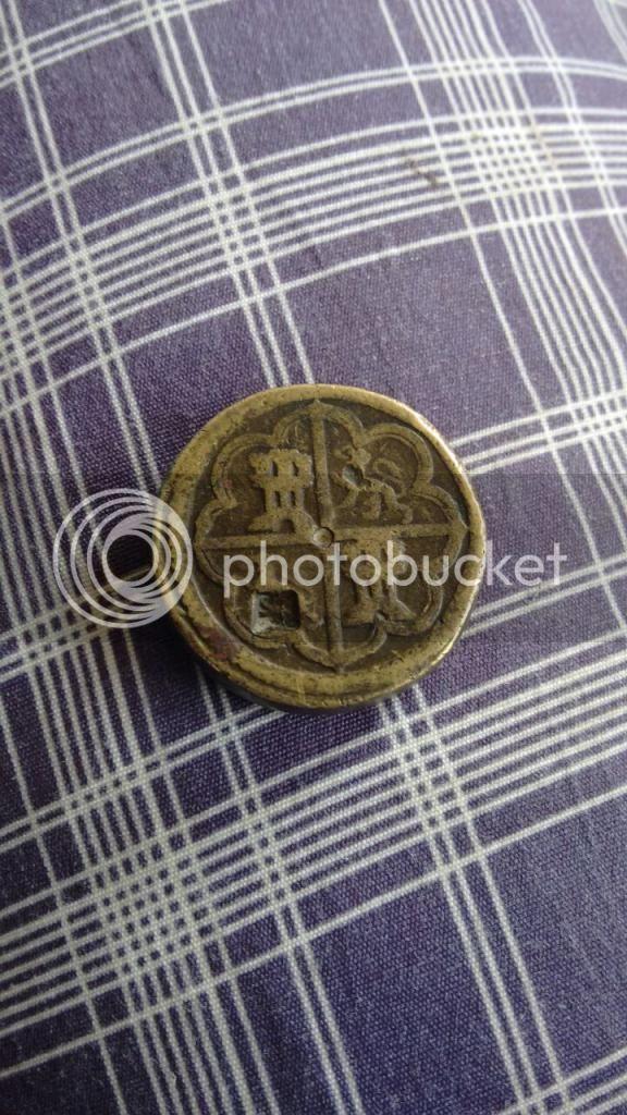 Que es objeto con escudo de castilla y león y una corona del otro lado IMG-20150121-WA0006_zpsbplvell0
