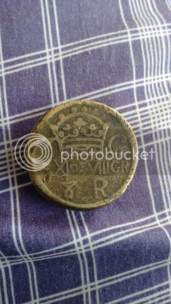 Que es objeto con escudo de castilla y león y una corona del otro lado IMG-20150121-WA0009_zpsothr8fr8