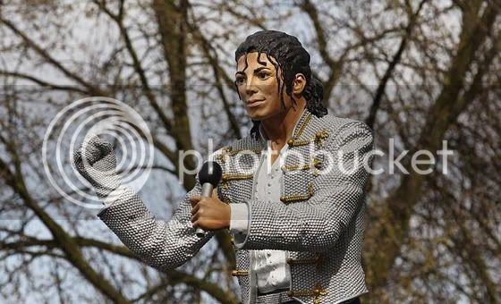 Dueño del Fulham Construira Estatua de Michael Jackson. Srgs