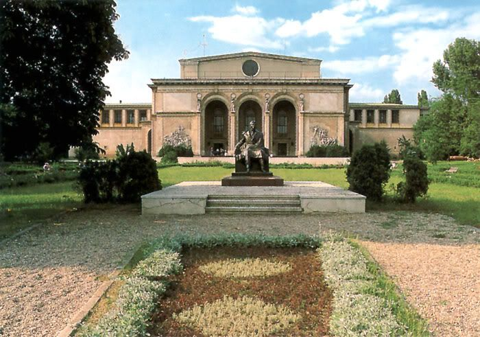 Show your city Bucuresti-opera-house1