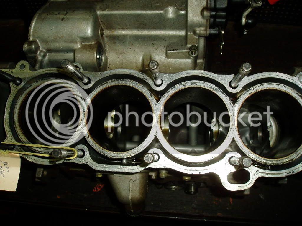 Manutenção R-1 03 - Página 3 P1010004