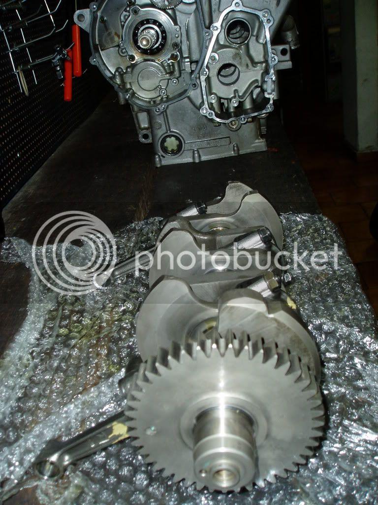 Manutenção R-1 03 - Página 3 P1010007