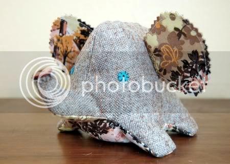 الابليك وروعة الفنون اليدوية Tweedy_elephant