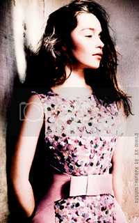 photo 200320_emiliaclarke10_zpshyxawlfs.png