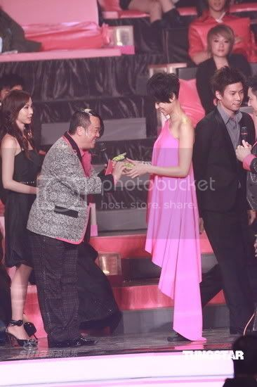 [3 January 2009] Myolie won Recommended Newcomer/most Outstanding Award (Updated) 20090103funz_am002