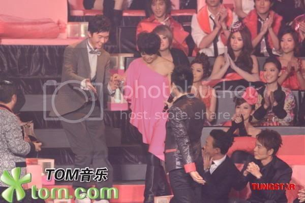[3 January 2009] Myolie won Recommended Newcomer/most Outstanding Award (Updated) 20090103funz_tn013