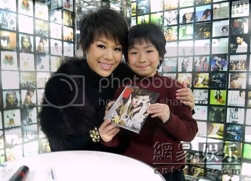 [12 January 2009] Myolie doesn't want to be newcomer again. Often exchange singing tips with Bosco 20090112163_02
