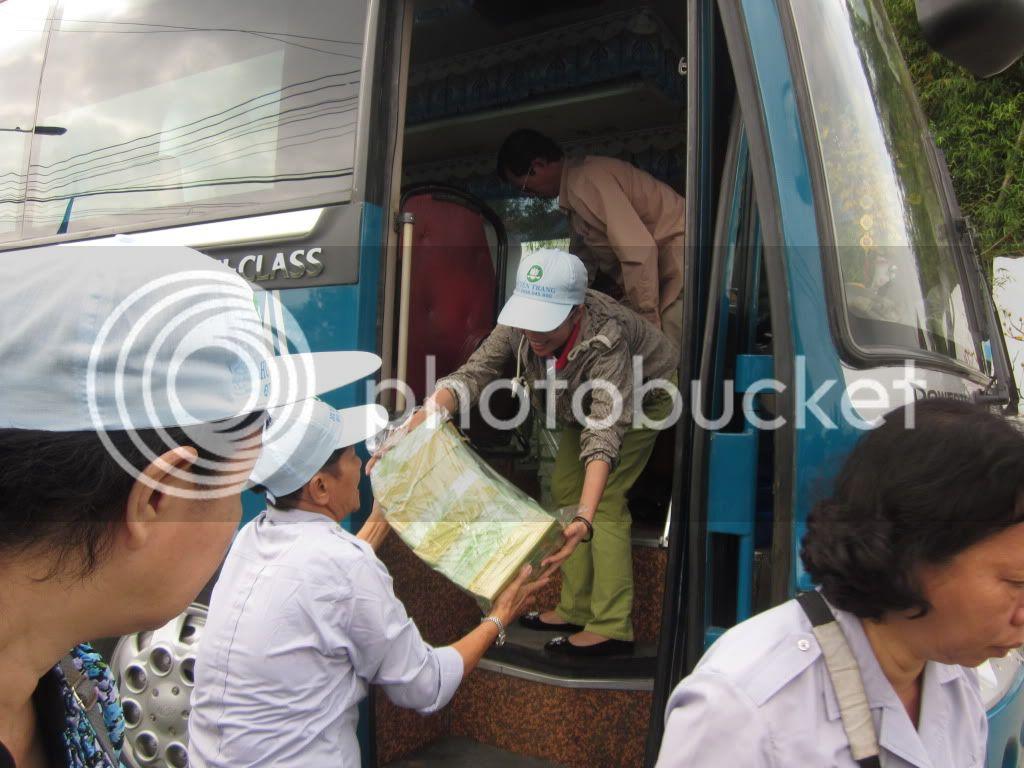 Một số hình ảnh tặng quà tại xã Hoà Quag Bắc T. Phú Yên IMG_1348