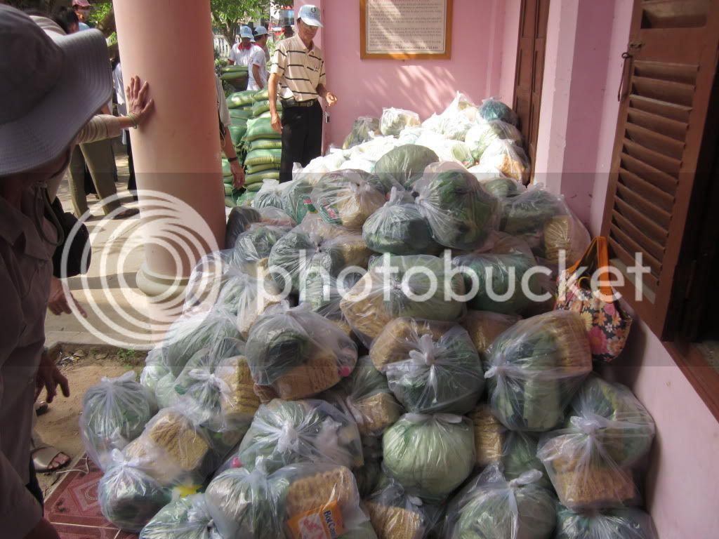 Một số hình ảnh tặng quà tại xã Hoà Quag Bắc T. Phú Yên IMG_1362-1