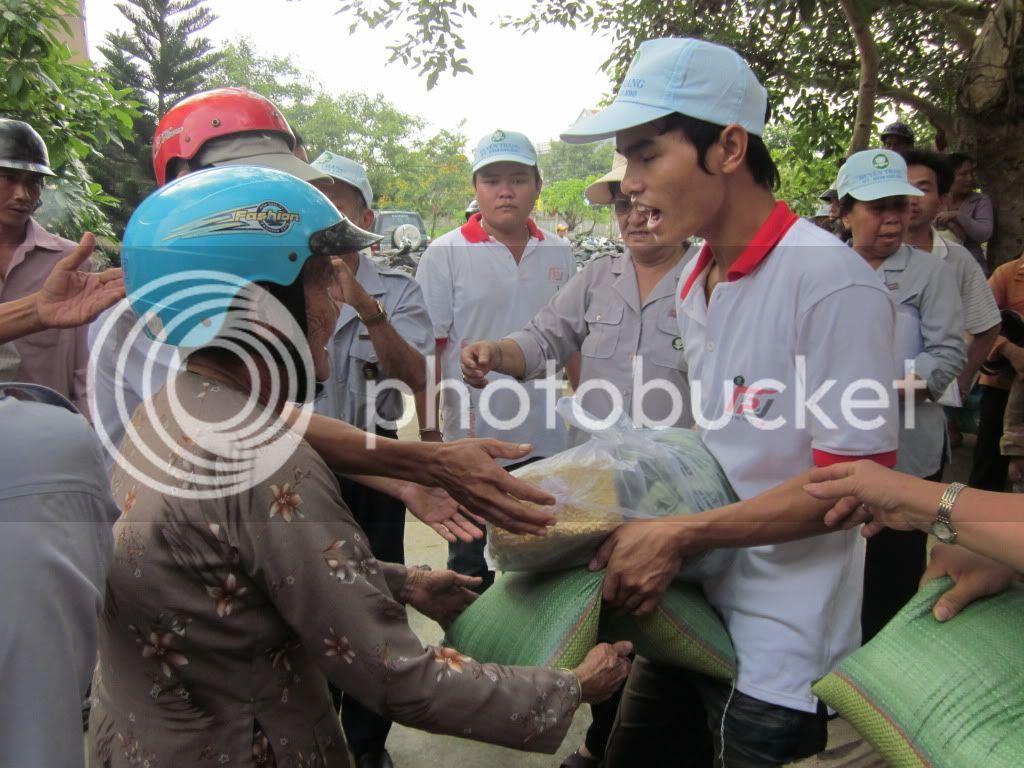 Một số hình ảnh tặng quà tại xã Hoà Quag Bắc T. Phú Yên IMG_1386