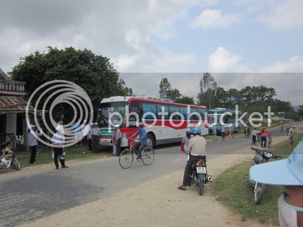 Một số hình ảnh tặng quà tại xã Hoà Quag Bắc T. Phú Yên IMG_1405