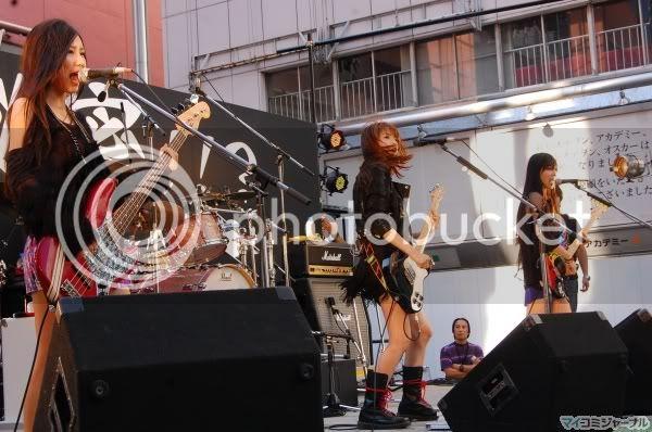 BABY ACTION Surprise Live - Kabukicho, Tokyo 014l