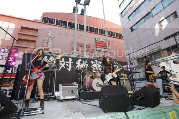 BABY ACTION Surprise Live - Kabukicho, Tokyo 20110810_scandal_003