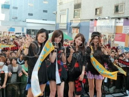 BABY ACTION Surprise Live - Kabukicho, Tokyo Scanda13