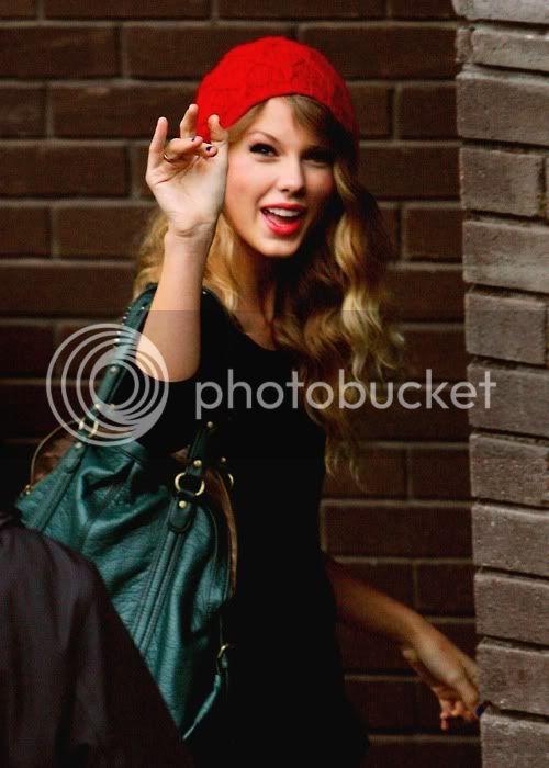 Taylor Swift - Page 5 Tumblr_kwbts9KvYB1qzirnvo1_500