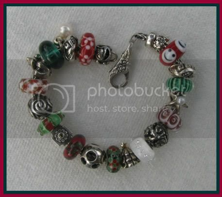 Show your bracelet with the smiley bead! C096-1
