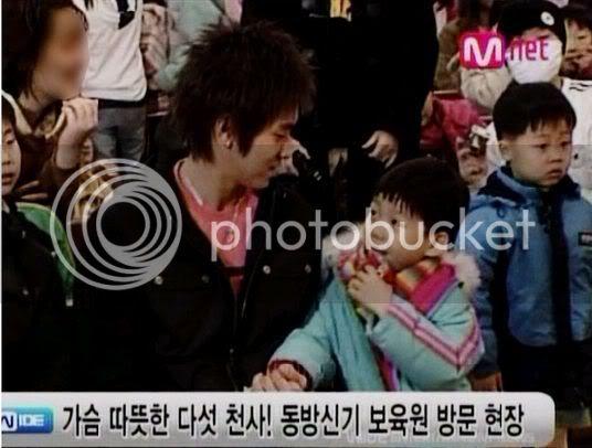 [PIC] Appa Yunnie~ Yunho with kids 56524edafb3f1846d1164e19