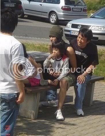[PIC] Appa Yunnie~ Yunho with kids 8262c5faeaaa27024e4aea1c