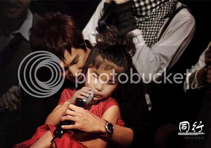 [PIC] Appa Yunnie~ Yunho with kids Db6d46ac2e253c294a36d6e2