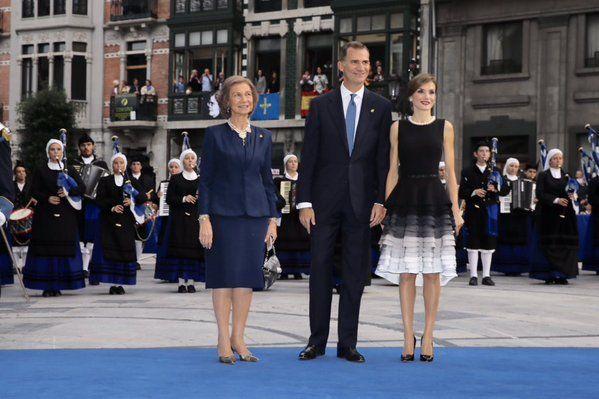 Felipe VI y Letizia - Página 3 Reyesoviedo_zps9mw1csyf
