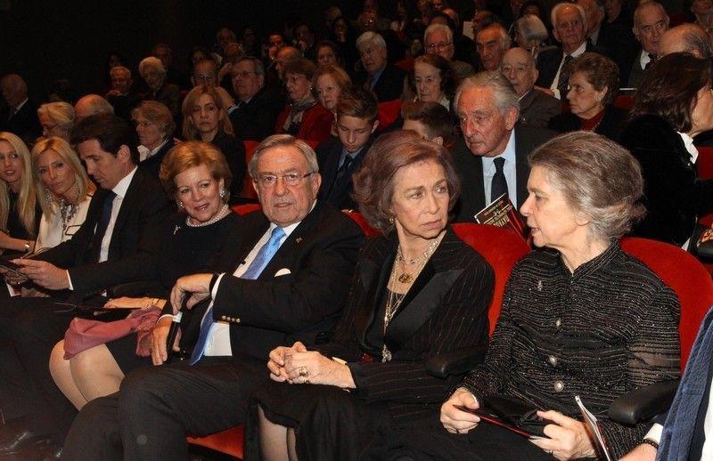 Miembros actuales de la Casa Real Griega Tatoi5_zps656a33f7