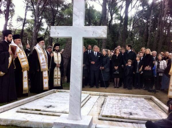 Miembros actuales de la Casa Real Griega Tatoi7_zps9e4f2fc3