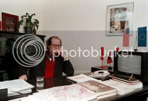 Foto nga jeta dhe vepra e Dr. Rugoves! - Faqe 7 12MAR98-DrIbrahimRugovaEthnicAlbani