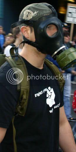 Calamanaise 2010 Running-gas-mask
