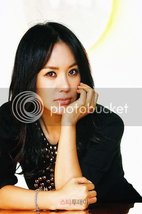'Madonna xứ Hàn' vượt lên bệnh ung thư 1287630461-uhm-jung-hwa-1