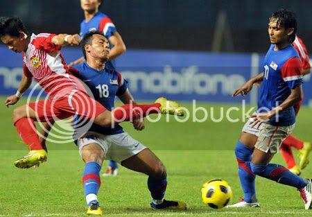 HLV Malaysia không hài lòng dù đội nhà vào bán kết 23eLao081210