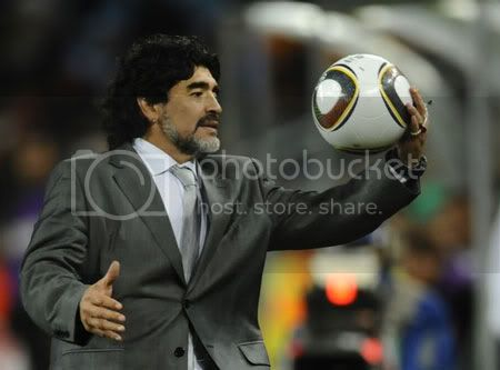 Maradona xuống nước để trở lại dẫn dắt ĐT Argentina 8a8Maradona250910