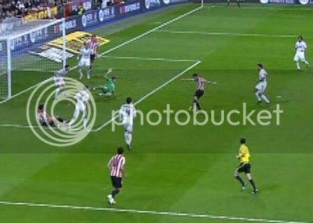 C. Ronaldo xem thường chiến thắng 8-0 của Barca Cris211110-2