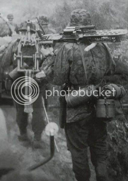 les WAFEN SS Wss_soldado_arma_checa_201