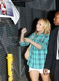 [Photos] Hayden Panettiere attending the Jimmy Kimmel Show (Oct. 1st 09) Th_0001