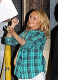 [Photos] Hayden Panettiere attending the Jimmy Kimmel Show (Oct. 1st 09) Th_0003