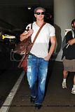 [Photos] Kellan Lutz - Arriving at LAX Airport (Sept. 4th 09) Th_0061