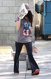 [Photos] Megan Fox Taking her puppy to the Vet in Hollywood (Oct 8th 09) Th_Megan-Fox_net_Emergency100809_12