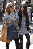 [Photos] Shopping with her Mom (Oct 4th 09) Th_0_3-1