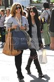 [Photos] Shopping with her Mom (Oct 4th 09) Th_0_6-1