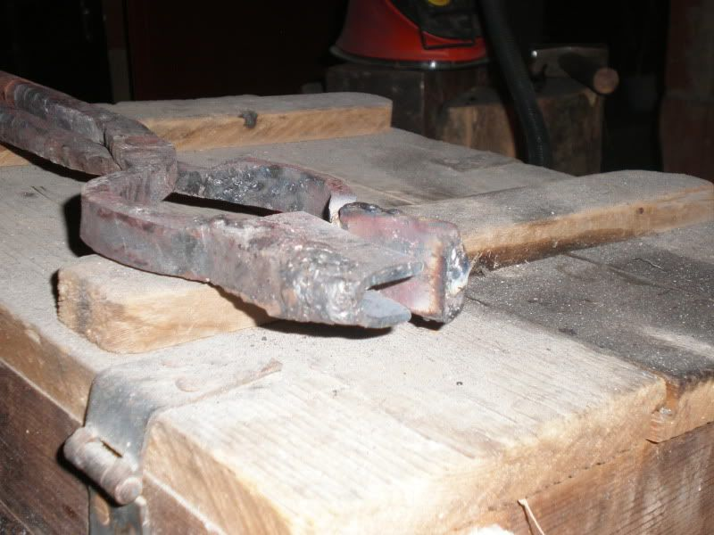 kovanje kovačkih klješta PA210164