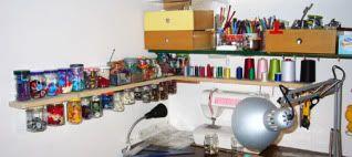 Organizzare cose piccole (bottoni, viti, spille....) Mensola