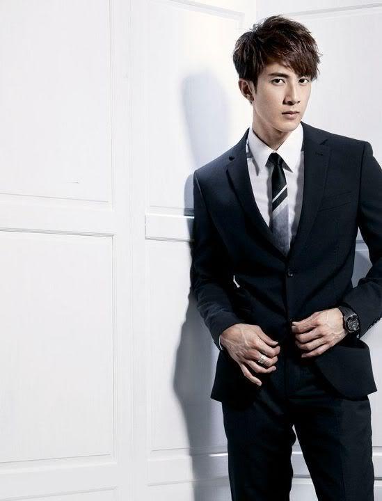 MAG: Chun's Magazine Spreads (2011)  311767_291147390909732_155132857844520_1083850_926597233_n